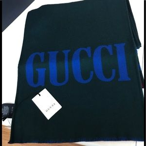 Gucci Reversible scarf. 35x180 95% wool 5% silk.